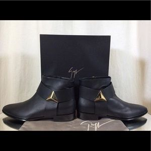 Giuseppe Zanotti Leather Pyramid Flat Black Bootie